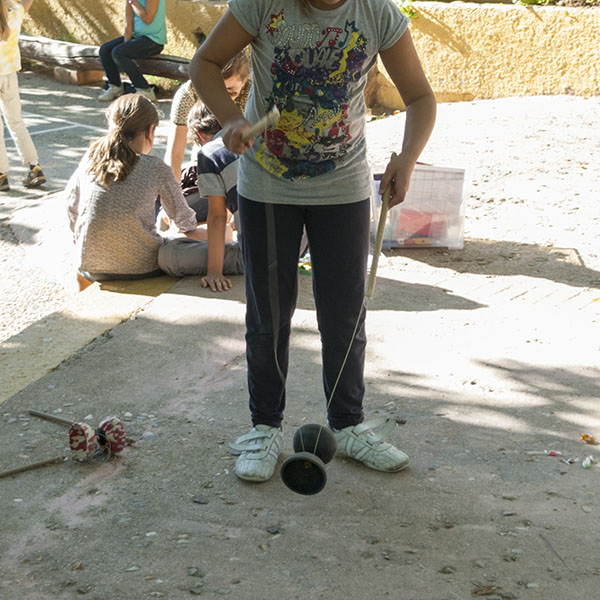 practicando con el diábolo